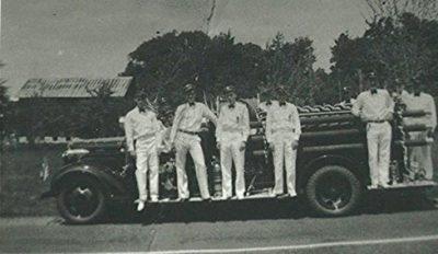 1937 Men on truck